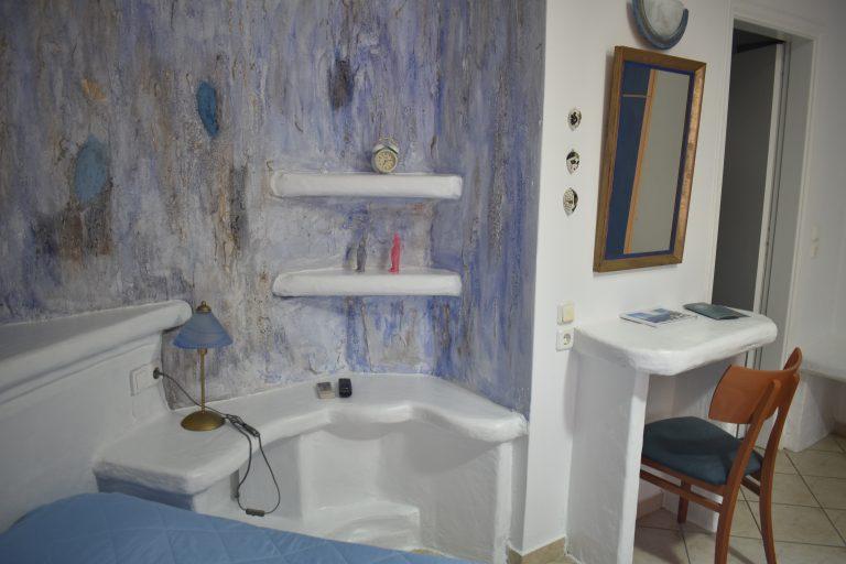 Room 9 bedside detail